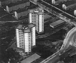 Zwei 12-stöckige Hochhäuser